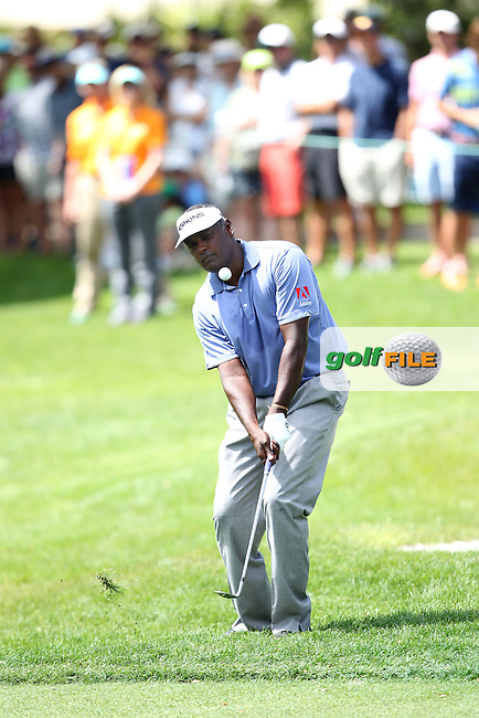 Vijay Singh of Fiji chips onto the 1st green during the 3rd round of the Valspar Championship, Innisbrook Resort (Copperhead), Palm Harbor, Florida, USA<br /> Picture: Peter Mulhy / Golffile