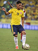 BARRANQUILLA - COLOMBIA - 11 -06-20: Macnelly Torres, mediocampista de Colombia en accion durante partido en el estadio Metropolitano Roberto Melendez de la ciudad de Barranquilla, junio 11 de 2013. Colombia y Peru disputan partido en la fecha 14 de la jornada clasificatoria a la Copa Mundo FIFA Brasil 2014. (Foto: VizzorImage / Luis Ramirez / Staff). Macnelly Torres, midfielder of Colombia in action during a game in the Metropolitan stadium Roberto Melendez in Barranquilla, June 11, 2013. Colombia and Peru disputing a match on the date 14 of the qualifying for FIFA World Cup Brazil 2014. (Photo: VizzorImage / Luis Ramirez / Staff.)