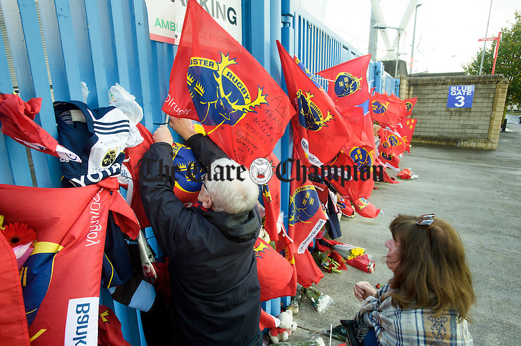 A couple leave their own tribute on the gates of Thomond Park,  to Munster and Ireland's Anthony Foley following his passing in France on Sunday. Photograph by John Kelly.