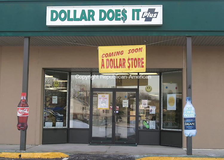 WATERBURY, CT. 16 FEBRUARY 2006- 021606BZ05-  The facade of Dollar Does It Plus on Meriden Road in Waterbury.<br />  Jamison C. Bazinet / Republican-American