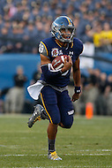 Philadelphia, PA - December 12, 2015:    Navy Midshipmen quarterback Keenan Reynolds (19) runs a 58 yard touchdown during the 116th game between Army vs Navy at Lincoln Financial Field in Philadelphia, PA. (Photo by Elliott Brown/Media Images International)