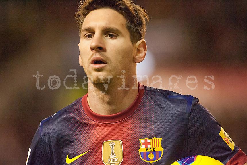 Leo Messi takes a corner