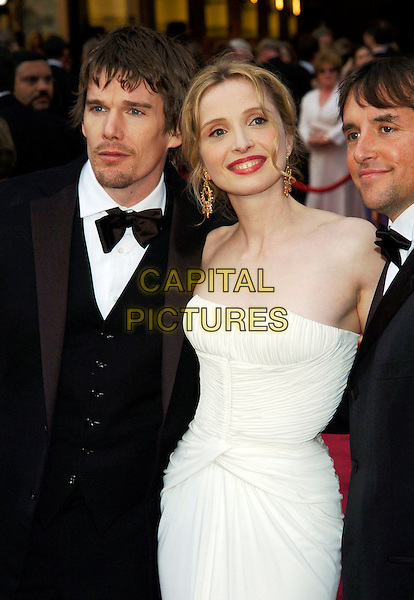 ETHAN HAWKE & JULIE DELPY.Red Carpet Arrivals, 77th Annual Academy Awards held at the Kodak Theatre, Hollywood, California, USA, .27th February 2005.  .oscars half length.Ref: ADM.www.capitalpictures.com.sales@capitalpictures.com.©JWong/AdMedia/Capital Pictures