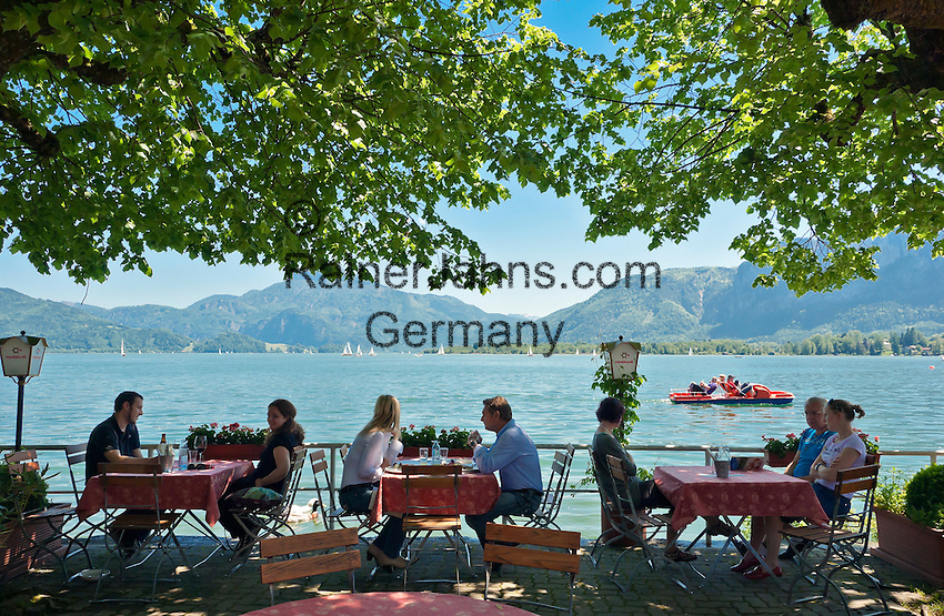 Austria, Upper Austria, Salzkammergut, Mondsee: place and lake of the same name, seaside cafe | Oesterreich, Oberoesterreich, Salzkammergut, Mondsee: Ort und gleichnamiger See im Salzkammergut, Cafe am See