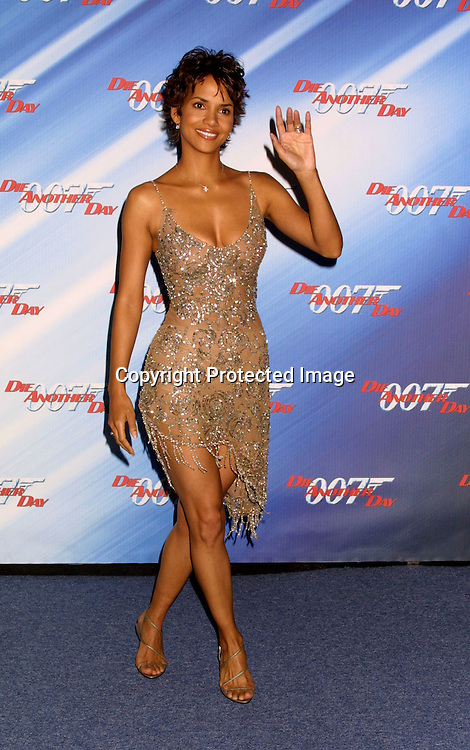 """©2002 KATHY HUTCHINS / HUTCHINS PHOTO."""" DIE ANOTHER DAY ' SCREENING.LOS ANGELES, CA. 11/11/02.HALLE BERRY"""