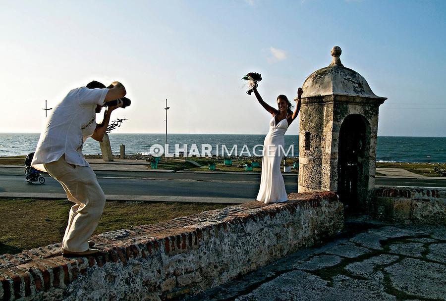 Noiva sendo fotografada. Centro histórico de Cartagena. Colombia. 2007. Foto de Rogério Reis.