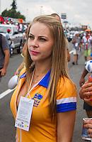 CURITIBA, PR, 14 DE DEZEMBRO 2013 –  FESTIVAL DE ARRANCADA FORÇA LIVRE - Mulheres  durante o último dia da  20ª edição do festival de arrancada, no Autódromo Internacional de Curitiba (AIC),em Pinhais, nesse domingo (15).(FOTO: PAULO LISBOA  / BRAZIL PHOTO PRESS)