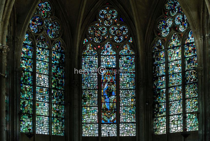 France, Loir-et-Cher (41), Vendôme, abbaye de la Trinité, vitrail Notre-Dame de Vendôme // France, Loir et Cher, Vendome, the abbey, the church, stained Our Lady of Vendome