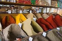 Afrique/Afrique du Nord/Maroc/Rabat: dans la médina - étal d'un marchand d'épices