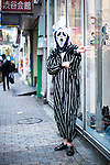 October 31, 2012, Tokyo, Japan - Japanese man wears the costume of Scream for Halloween in Shibuya district, Tokyo. (Photo by Yumeto Yamazaki/AFLO)