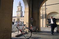 - Gualtieri (Reggio Emilia),  piazza Bentivoglio<br /> <br /> - Gualtieri (Reggio Emilia),  Bentivoglio square