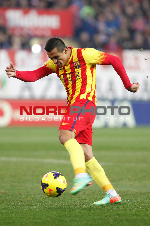 Barcelona¬¥s Alexis Sanchez during La Liga match at Vicente Calderon stadium in Madrid, Spain. January 11, 2014. Foto © nph / Victor Blanco)