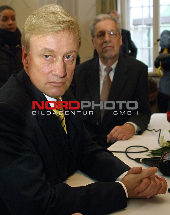 Antrittsbesuch von Hamburgs Ersten Buergermeister Ole von Beust bei Bremens Regierungschef Henning Scherf.<br />  <br /> <br /> [Foto &prod; nordphoto -  Foto ist honorarpflichtig!  7 % MwSt. Belegexemplar erforderlich - (Dig.Fotografie)<br /> Georg-Reinke-Strasse 1; 49377 Vechta