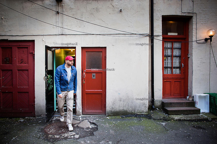 Oslo, Norge, 10.03.2014. Anders Sømme Hammer (født i 1977) er en norsk journalist og forfatter. Han har en mastergrad i Peace and Conflict Studies fra Universitetet i Oslo. I 2006 dro han for første gang til Afghanistan på reportasjetur for Dagsavisen og i 2007 flyttet han dit. Siden den gang har han rappportert for Dagsavisen, Dagbladet, Bergens Tidende, NTB og har også laget dokumentarer for NRK Brennpunkt. I 2010 ble han utnevnt til Årets frilanser 2010 av frilansjournalistene i Norsk Journalistlag, og i 2011 ble han tildelt Fritt Ord-prisen for sin uavhengige og kritiske dekning av krigen i Afghanistan. Foto: Christopher Olssøn.