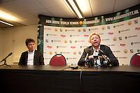 09-02-13, Tennis, Rotterdam, qualification ABNAMROWTT, Boris Becker, in the pressconference, left Dimitri Bonthuis press Manager