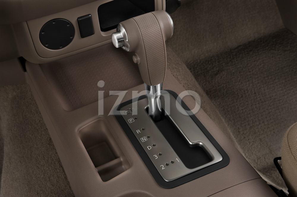 Gear shift detail view of a 2009 Suzuki Equator Extended Cab