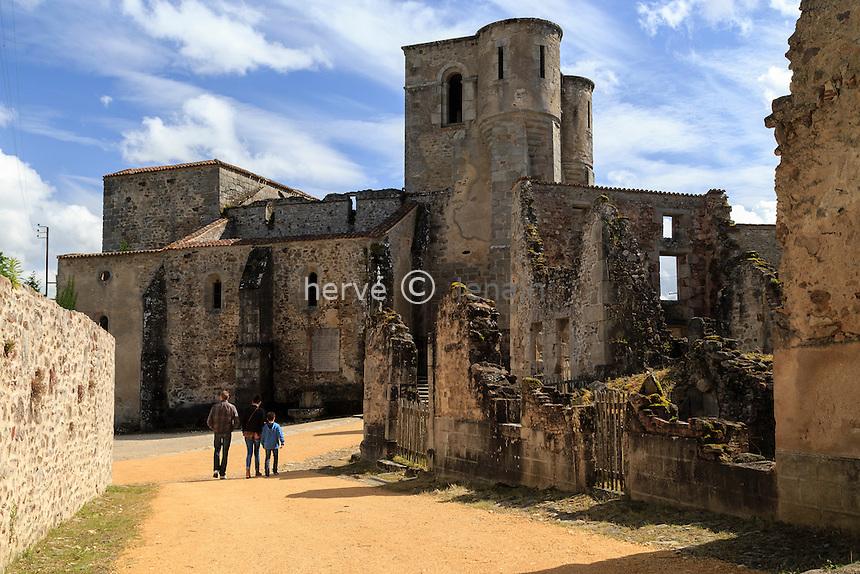 France, Haute-Vienne (87), Oradour-sur-Glane, le village martyr, vers l'église // France, Haute Vienne, Oradour sur Glane, ruins of the original village remain as a memorial, the church