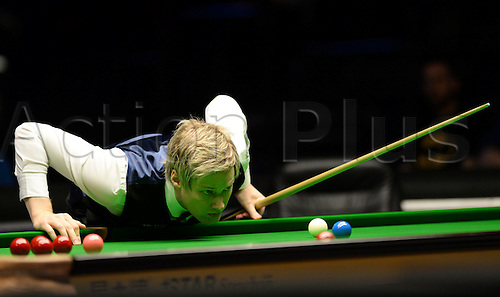 21.02.2016. Cardiff Arena, Cardiff, Wales. Bet Victor Welsh Open Snooker. Ronnie O'Sullivan versus Neil Robertson. Neil Robertson keeps a close eye on things.