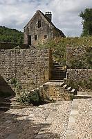 Europe/France/Aquitaine/24/Dordogne/Périgord Noir/Saint-Amand-de-Coly: L'abbaye de Saint-Amand-de-Coly - les remparts et le poste de garde