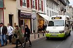 20080109 - France - Aquitaine - Pau<br /> TOUT LE CENTRE-VILLE DE PAU EST INTERDIT AUX VOITURES : SEULS PASSENT LES BUS, NAVETTES GRATUITES, VELOS ET PIETONS.<br /> Ref : CENTRE_PIETONNIER_009.jpg - © Philippe Noisette.
