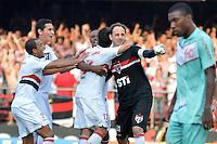 ATENÇÃO EDITOR: FOTO EMBARGADA PARA VEÍCULOS INTERNACIONAIS - SÃO PAULO, SP, 18 DE NOVEMBRO DE 2012 - CAMPEONATO BRASILEIRO - SÃO PAULO x NAUTICO: Rogério Ceni comemora gol marcado de penalti durante partida São Paulo x Nautico válida pela 36ª rodada do Campeonato Brasileiro de 2012 no Estádio do Morumbi. FOTO: LEVI BIANCO - BRAZIL PHOTO PRESS
