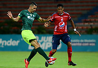 MEDELLIN - COLOMBIA - 13 - 03 - 2018: Yairo  Moreno (Der.) jugador de Deportivo Independiente Medellin disputa el balón con Francisco Najera (Izq.) jugador de La Equidad, durante partido de la fecha 8 entre Deportivo Independiente Medellin y La Equidad, por la Liga Aguila I 2018, en el estadio Atanasio Girardot de la ciudad de Medellin. / Yairo  Moreno (R) player of Deportivo Independiente Medellin fights for the ball with Francisco Najera (L) player of La Equidad, during a match for the 8th date between Deportivo Independiente Medellin and La Equidad, for the Liga Aguila I 2018 at the Atanasio Girardot stadium in Medellin city. Photos: VizzorImage  / Leon Monsalve / Cont.