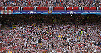 Calcio, finale di Champions League: Real Madrid vs Atletico Madrid. Stadio San Siro, Milano, 28 maggio 2016.<br /> Atletico Madrid fans prepare for the Champions League final match between Real Madrid and Atletico Madrid, at Milan's San Siro stadium, 28 May 2016.<br /> UPDATE IMAGES PRESS/Isabella Bonotto
