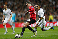 Real Madrid's Angel Di Maria (r) and Manchester United's Robin Van Persie during Champions League 2012/2013 match.February 12,2013. (ALTERPHOTOS/Alfaqui/Cesar Cebolla) /NortePhoto