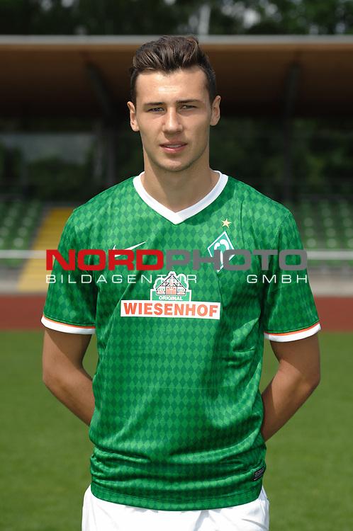 19.07.2013, Platz 11, Bremen, GER, RLN, Mannschaftsfoto Werder Bremen II, im Bild Lukas Fr&ouml;de / Froede (Bremen #23)<br /> <br /> Foto &copy; nph / Frisch
