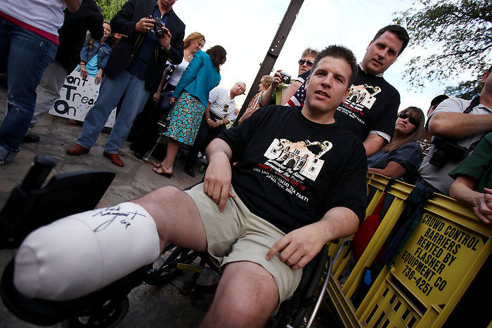 A veteran displays his bandaged leg, which was autographed by musician Ted Nugent, Wednesday, April 15, 2009, at the Alamo in San Antonio. (Darren Abate/pressphotointl.com)