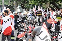 SAO PAULO, SP, 01 DE FEVEREIRO 2013 CIDADES - PROTEATO - Concentração de motofrentistas em frente ao SindimotoSP na rua Eurico Rangel, no Brooklin, em São Paulo (SP), para realização de protesto na manhã desta sexta-feira (01). As novas regras de segurança para motofrentistas começam a valer neste sábado (2), mas apenas 21 mil dos 500 mil profissionais do estado de São Paulo fizeram o curso obrigatório. Segundo o sindicato, a baixa adesão se deve aos gastos com o curso e com os itens de segurança... ADRIANO LIMA / BRAZIL PHOTO PRESS).