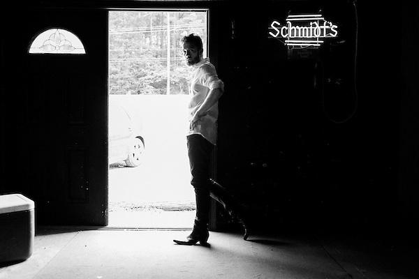 September 21, 2015. Chapel Hill, NC.<br />  Brett Harris promo images, shot at the Kraken.