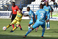 MONTERIA - COLOMBIA, 08-09-2018:  Wilmer Diaz (Der) jugador de Jaguares FC disputa el balón con Harold Rivera (Izq) jugador de Alianza Petrolera durante partido por la fecha 9 de la Liga Águila II 2018 jugado en el estadio Municipal de Montería. / Wilmer Diaz (R) player of Jaguares FC vies for the ball with Harold Rivera (L) player of Alianza Petrolera during a match for the date 9 of the Liga Aguila II 2018 at the Municipal de Monteria Stadium in Monteria city. Photo: VizzorImage / Andres Felipe Lopez / Cont