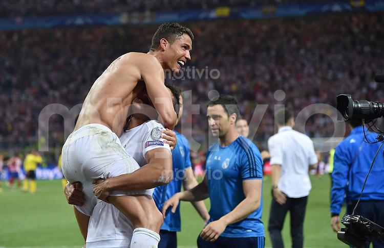 FUSSBALL  CHAMPIONS LEAGUE  FINALE  SAISON 2015/2016   Real Madrid - Atletico Madrid                   28.05.2016 Cristiano Ronaldo (Real Madrid) jubelt nach seinem Elfmeter uber den Sieg in der Champions League mit nacktem Oberkoerper