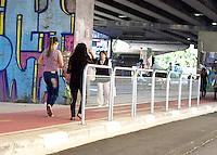 SÃO PAULO, SP - 07.08.2015 - CICLOVIA-SP - Inaugura no próximo domingo, (9) a Ciclovia da Av. Amaral Gurgel, no centro de São Paulo. A via, exclusivas para bikes, fica debaixo do Elevado Costa e Silva, o Minhocão. A nova ciclovia tem 5km de extensão e liga a Praça Roosevelt à Estação Barra Funda do Metrô. (Foto: Eduardo Carmim/Brazil Photo Press)
