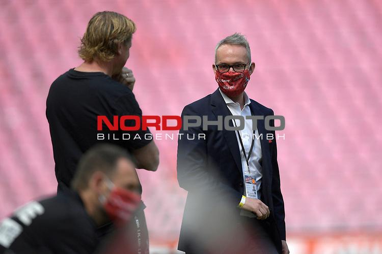 nph00351: Alexander WEHRLE (Geschaeftsfuehrer) <br /> mit Markus GISDOL (Trainer 1.FC Koeln,li).<br /> Sport: Fussball: 1. Bundesliga: Saison 19/20: 26.Spieltag: 1.FC KOELN-FSV MAINZ 05,17.05.2020.<br /> Foto: Anke Waelischmiller/SVEN SIMON/POOL / via Meuter/nordphoto<br /> <br /> Nur für journalistische Zwecke! Only for editorial use!<br /> Gemäß den Vorgaben der DFL Deutsche Fußball Liga ist es untersagt, in dem Stadion und/oder vom Spiel angefertigte Fotoaufnahmen in Form von Sequenzbildern und/oder videoähnlichen Fotostrecken zu verwerten bzw. verwerten zu lassen. DFL regulations prohibit any use of photographs as image sequences and/or quasi-video.