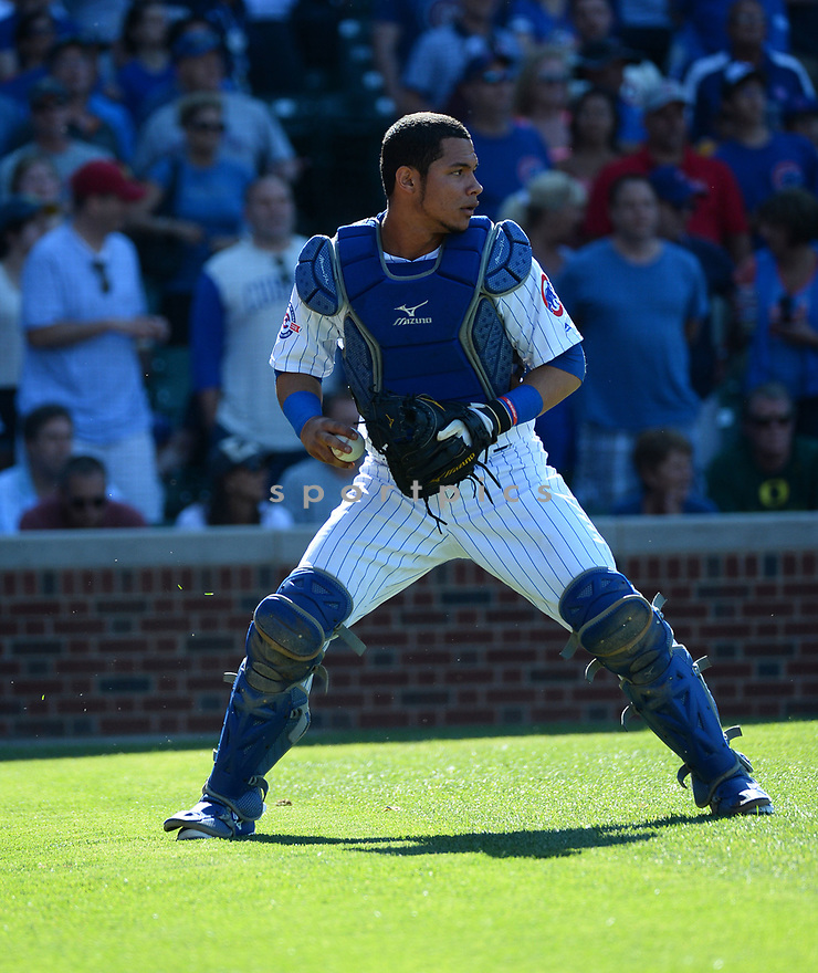 Chicago Cubs Willson Contreras (40) during a game against the Pittsburgh Pirates on June 17, 2016 at Wrigley Field in Chicago, IL. The Cubs beat the Pirates 6-0.