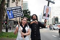 SÃO PAULO, SP, 07.05.2015 - PROTESTO-TERCEIRIZAÇÃO - Grupo de bancários faz protesto contra a lei da terceirização, vestidos de luto, na avenida Paulista região centro-sul de São Paulo nesta quinta-feira 07. (Foto: Gabriel Soares/ Brazil Photo Press)