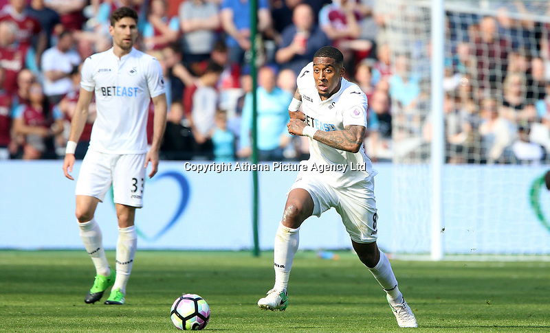Saturday April 08 2017 <br /> Pictured: Leroy Fer of Swansea City <br /> Re: Premier League match between West Ham United and Swansea City at The London Stadium on April 8, 2017 in London, England.