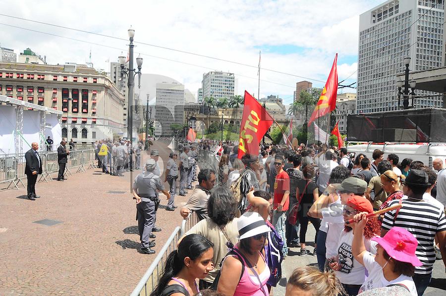 SAO PAULO, SP, 25 DE JANEIRO DE 2012 - Protesto contra o Prefeito Kassab Governo do Estado, e reintegracao de posse do Pinheirinho  (FOTO: ADRIANO LIMA - NEWS FREE).
