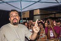 SÃO PAULO,SP, 16.02.2017 - ACAMPAMENTO-SP - Guilherme Boulos durante segundo dia consecutivo do acampamento montado por Militantes do MTST (Movimento dos Trabalhadores Sem-Teto) em frente ao escritório da Presidência da República, na Avenida Paulista, em São Paulo, nesta quinta-feira, 16. O protesto é pela suspensão da contratação de casas do programa Minha Casa Minha Vida destinadas à chamada Faixa 1- famílias com renda familiar de até R$ 1,9 mil. (Foto: Danilo Fernandes/Brazil Photo Press)