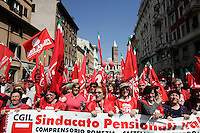Manifestazione cittadina a Roma, 6 maggio 2011, in occasione dello sciopero generale indetto dalla CGIL..CGIL union demonstration in Rome, 6 may 2011, in occasion of the general strike against the Italian government..UPDATE IMAGES PRESS/Riccardo De Luca