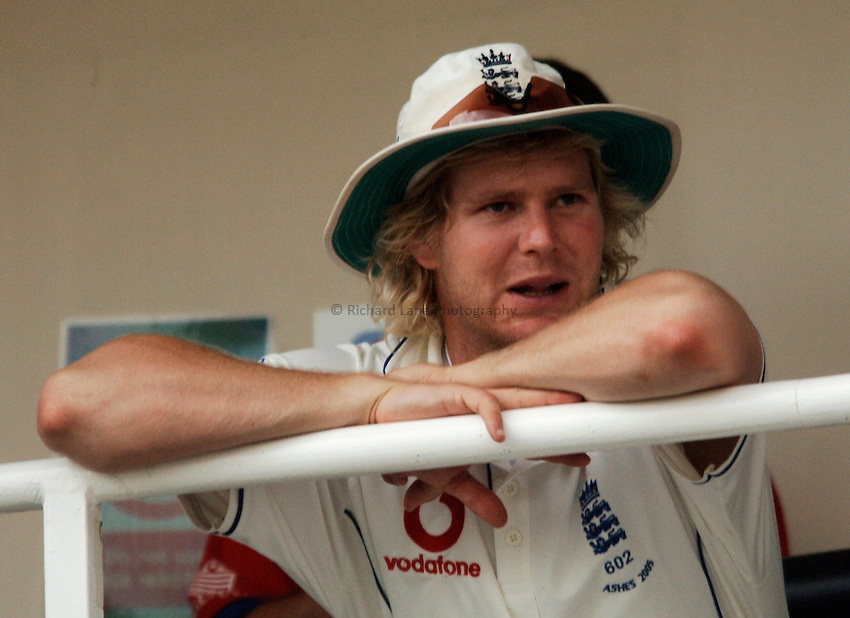 Photo: Glyn Thomas..England v Australia. nPower Test Series. The Ashes 2005..09/09/2005..England's Matthew Hoggard waits for conditions to improve on the balcony.
