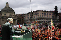 Il leader del Partito Democratico Walter Veltroni parla sul palco della manifestazione per la chiusura della campagna elettorale a Roma, 11 aprile 2008..UPDATE IMAGES PRESS/Riccardo De Luca