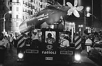 """Milano, il sottomarino Enrico Toti S 506, donato dalla Marina Militare al Museo nazionale della scienza e della tecnologia, durante l'ultima fase del trasporto verso il museo --- Milan, the """"Enrico Toti S 506"""" submarine, given by the navy to the national science and technology museum, during the last part of its journey to the museum"""