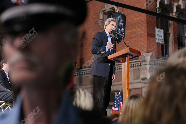 Senator John Kerry speaks to a large crowd in the town square of Warren, OH, having been introduced by Senator John Glenn, and former Chairman of the Joint Chiefs, Admiral William Crowe.  Thousands of people filled the square to listen to the speeches just 3 days before 2004 voting takes place. Warren, OH, October 30, 2004