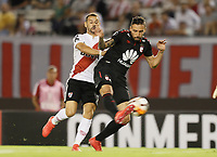 "BUENOS AIRES - ARGENTINA - 05 - 04 - 2018: Rodrigo Mora (Izq.) jugador de River Plate disputa el balón con Jose Moya (Der.) jugador de Independiente Santa Fe, durante partido de la fase de grupos, grupo D, fecha 2, entre River Plate (ARG) y el Independiente Santa Fe, por la Copa Conmebol Libertadores 2018, en el estadio Antonio Vespucio Liberti ""Monumental de River"", de la ciudad Ciudad Autónoma de Buenos Aires. / Rodrigo Mora (L) player of River Plate vies for the ball with Jose Moya (R) player of Independiente Santa Fe, during a match of the groups phase, group D, 2nd date, beween River Plate (ARG) and Independiente Santa Fe, for the Conmebol Libertadores Cup 2018, at the Antonio Vespucio Liberti ""Monumental de River"", in Ciudad Autónoma de Buenos Aires.  Photo: VizzorImage / Javier Garcia Martino / Photogamma / Cont."