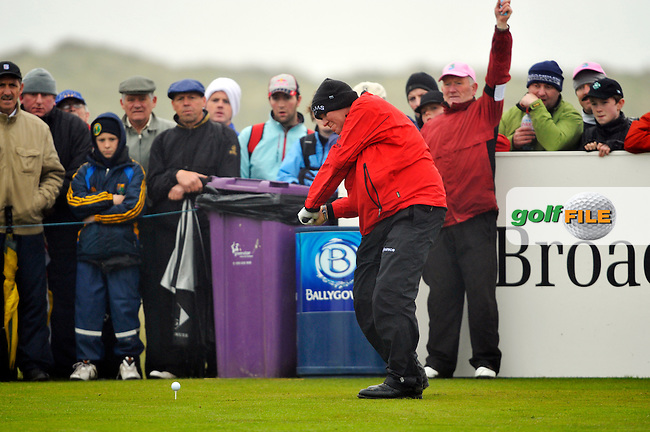 John Daly tees off on the 9th his final hole during Round 2 of the 3 Irish Open on 15th May 2009 (Photo by Eoin Clarke/GOLFFILE)