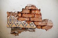 Tres Coracoes_MG, Brasil...Tijolos de uma onstrucao abandonada em Tres Coracoes...Bricks of a desert construction in Tres Coracoes...Foto: LEO DRUMOND / NITRO.....