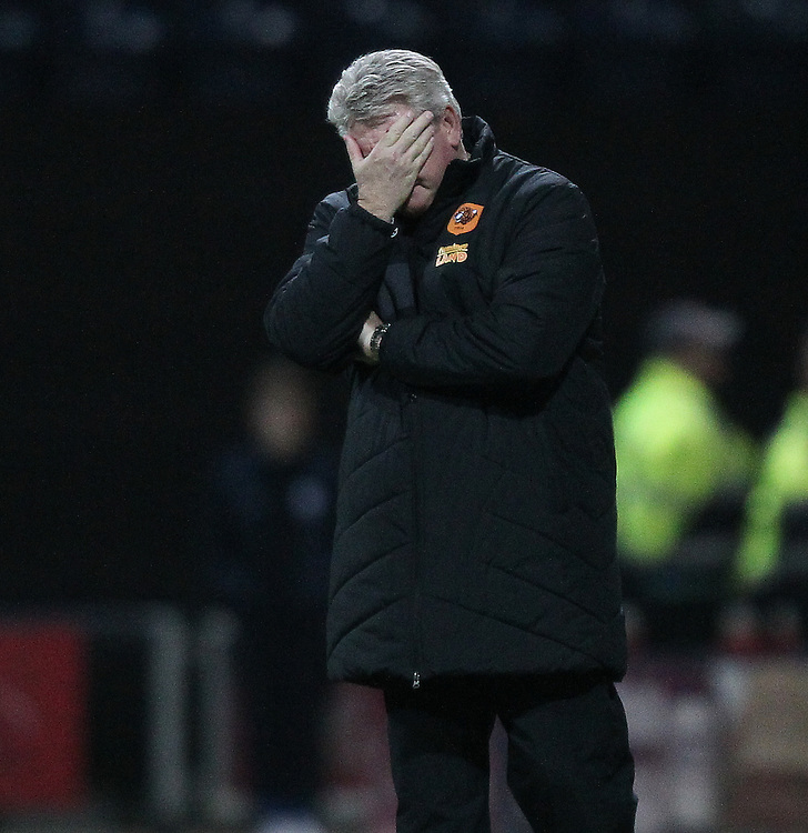 Hull City's Manager Steve Bruce  looks unhappy<br />
